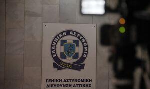 Αστυνομικοί συνέλαβαν «έγκυο» κοντά στη ΓΑΔΑ - Η κοιλιά της έκρυβε διαβατήρια