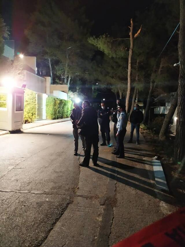 Έκρηξη έξω από το σπίτι του Μένιου Φουρθιώτη (pics)