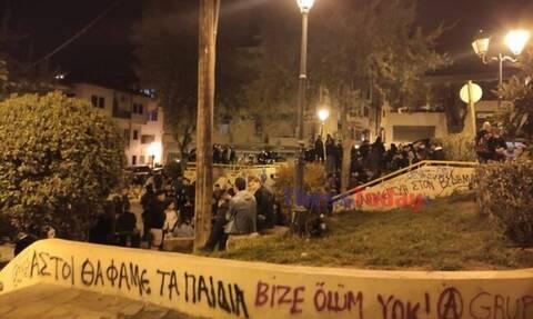Θεσσαλονίκη: Τα κορονοπάρτι… καλά κρατούν - Χαμός στην πλατεία Καλλιθέας