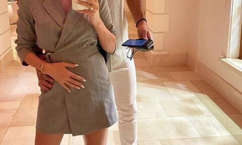 Θα γίνουν γονείς- Η φωτογραφία που πρόδωσε την εγκυμοσύνη και τα σχόλια (pics)