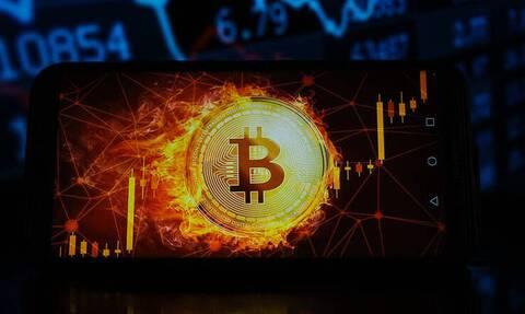 Κάτω από τα 50.000 δολάρια υποχωρεί το bitcoin – Πτώση άνω του 8%