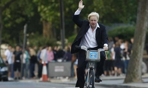 Δημοσίευμα - βόμβα για Τζόνσον: «Όχι άλλα lockdown στη Βρετανία, ας πεθαίνουν κατά χιλιάδες»