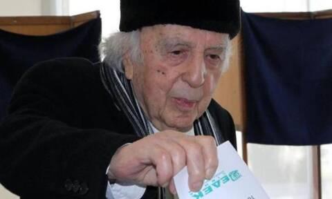 Πέθανε ο Βάσος Λυσσαρίδης - Συγκίνηση στην Κύπρο