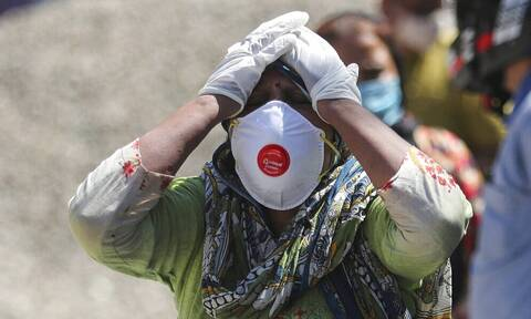 ΠΟΥ: «Σπαρακτική» η κατάσταση στην Ινδία - Στέλνει εξοπλισμό, οξυγόνο και κινητά νοσοκομεία