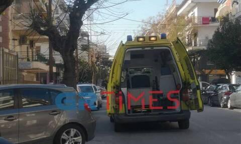 Συναγερμός στη Θεσσαλονίκη: Λούστηκε με οινόπνευμα και απειλούσε να καεί