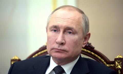 Ο πρόεδρος Πούτιν καταδικάζει τον «παραλογισμό» των κατηγοριών της Τσεχίας
