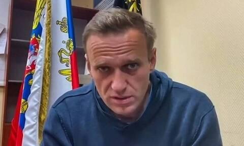 Ρωσία: Εκλήθη στην αστυνομία ο Ρώσος συγγραφέας Ντμίτρι Μπίκοφ επειδή συμπαραστάθηκε στον Ναβάλνι