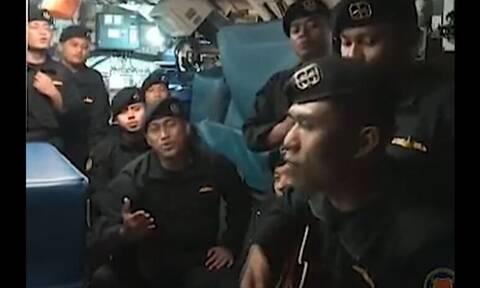 Ινδονησία: Το πλήρωμα του βυθισμένου υποβρυχίου τραγουδάει «αντίο»- Δείτε το βίντεο