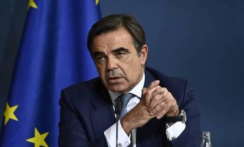 Εμβολιάστηκε ο αντιπρόεδρος της Κομισιόν Μαργαρίτης Σχοινάς - Το μήνυμά του