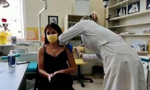 Με AstraZeneca εμβολιάστηκε η Δόμνα Μιχαηλίδου -  «Το πιο καλό εμβόλιο είναι το πιο γρήγορο εμβόλιο»