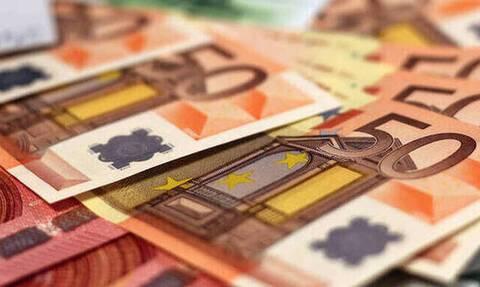 Μπαράζ πληρωμών σήμερα Μ. Τετάρτη: Καταβάλλονται εκκρεμείς συντάξεις και επιδόματα - Οι δικαιούχοι