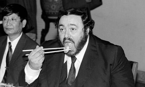 Όταν ο Λουτσιάνο Παβαρότι…έκλεψε μία μπριζόλα από το πιάτο του Χένρι Κίσινγκερ