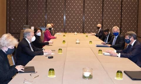 Πενταμερής για το Κυπριακό: Σε εξέλιξη οι διαπραγματεύσεις στη Γενεύη