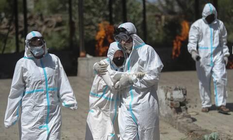 Iνδία κορονοϊός: Η στρατιά των «εθελοντών του οξυγόνου» που ανακουφίζει τον πόνο των ασθενών