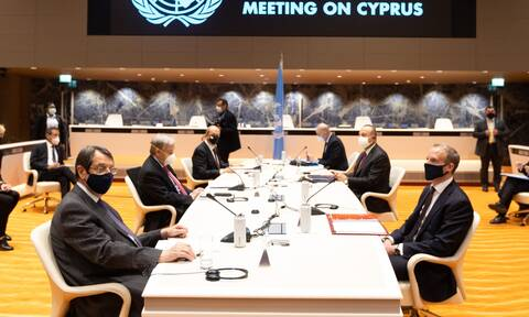 Πενταμερής για Κυπριακό: Σε εξέλιξη οι συνομιλίες- Τι πλαίσιο επιδιώκει η Ελλάδα