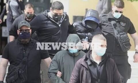 Μένιος Φουρθιώτης: Απολογήθηκε ο παρουσιαστής - Με καροτσάκι ένας από τους συλληφθέντες