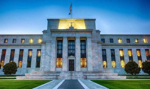 Αμετάβλητα άφησε τα επιτόκια η Fed