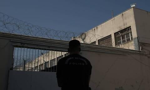 Φυλακές Κορυδαλλού: Πέταξαν δέμα με ναρκωτικά στο προαύλιο - Πώς τους έπιασε η φρουρά