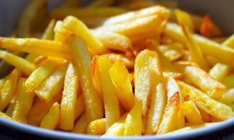 Αυτό είναι το απόλυτο κόλπο για τις τέλειες τηγανιτές πατάτες (video)