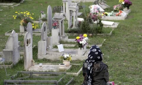 Ιταλία:  Χάος και...συνωστισμός στα νεκροταφεία της Ρώμης - Ο «κορονοϊός ειναι απλά δικαιολογία»