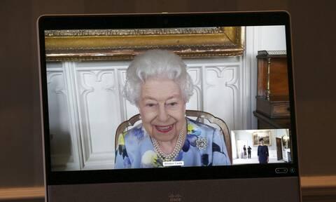 Βασίλισσα Ελισάβετ: Βράβευσε εταιρεία που κατασκευάζει… ερωτικά βοηθήματα!