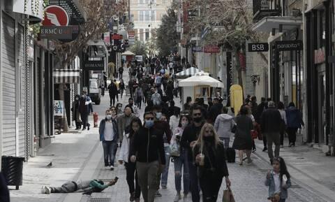 Πάσχα: Δώρα και λαμπάδες «ζέσταναν» την αγορά – Πώς θα λειτουργήσουν τα μαγαζιά έως το Μ. Σάββατο