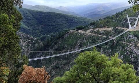 Πορτογαλία: Εγκαινιάστηκε η μακρύτερη κρεμαστή πεζογέφυρα στον κόσμο