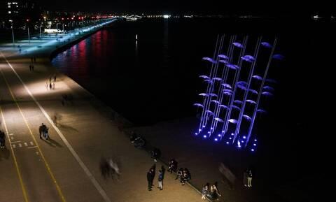 Θεσσαλονίκη: Με μωβ χρώμα φωτίστηκαν οι «Ομπρέλες» του Ζογγολόπουλου