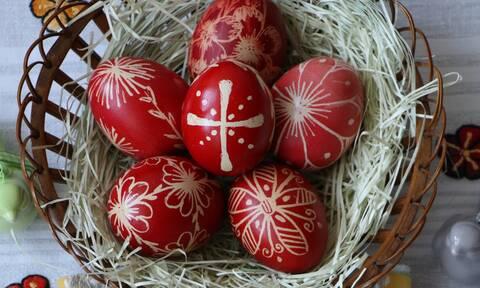 Έτσι θα σπάσεις σήμερα στο τσούγκρισμα όλα τα αυγά