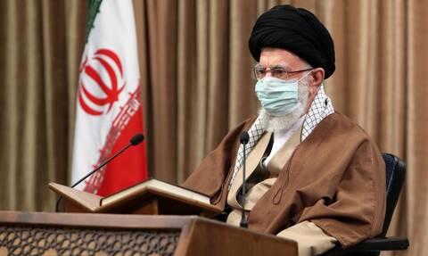 «Ρήγμα» στο Ιράν: «Μεγάλο σφάλμα» οι επικρίσεις Ζαρίφ στις ένοπλες δυνάμεις, λέει ο Χαμενεΐ
