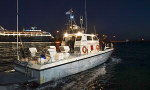 Θαλαμηγός με 170 αλλοδαπούς ρυμουλκείται στο λιμάνι της Καλαμάτας