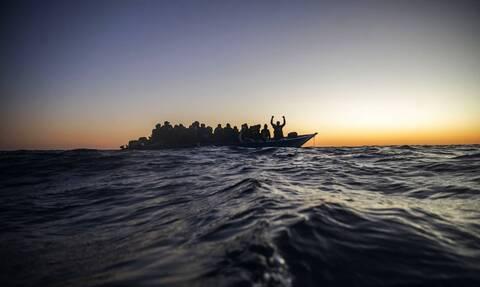ΗΠΑ: Τρεις άνθρωποι πνίγηκαν και 27 τραυματίστηκαν όταν σκάφος που μετέφερε μετανάστες βυθίστηκε