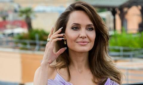 Κατάξανθη και κούκλα η Angelina Jolie στη νέα της εμφάνιση - Δες τη