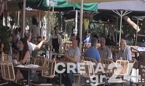 Κρήτη: Χαμός για ένα τραπεζάκι - «Πλημμύρισαν» από κόσμο τα μαγαζιά στο Ηράκλειο