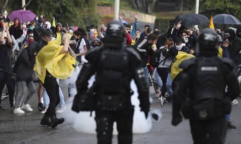 Βία στην Κολομβία για τη φορολογική μεταρρύθμιση: Τουλάχιστον 17 νεκροί, 800 τραυματίες