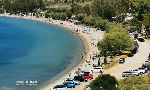 «Μύρισε» καλοκαίρι στην Αργολίδα - Γέμισε με κόσμο η παραλία Καραθώνας