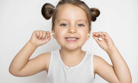 Γιατί δεν πρέπει να καθαρίζετε το «κερί» στο αυτί του παιδιού