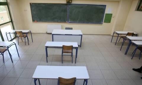 Κορονοϊός - Κρήτη: Γονέας αρνητής των self test κατέθεσε αγωγή κατά Διευθύντριας Λυκείου