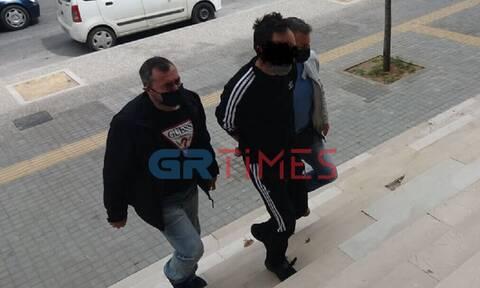 Θεσσαλονίκη: Ο πατριός αρνείται το βιασμό της ανήλικης κόρης του - Τι είπε στους δημοσιογραφους
