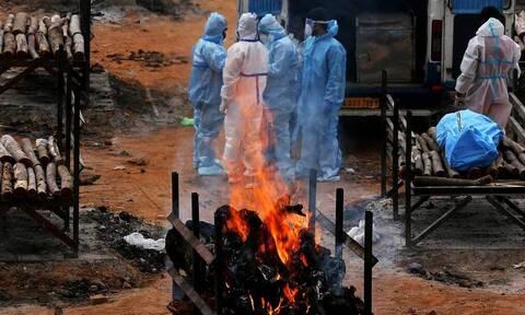 В Индии зафиксировали новый антирекорд смертности из-за коронавируса за сутки