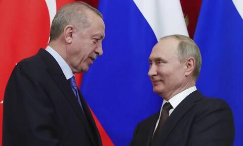 Συζητήσεις Πούτιν - Ερντογάν για παραγωγή του ρωσικού εμβολίου Sputnik στην Τουρκία