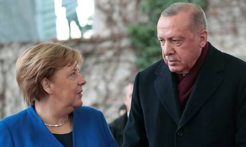 Παρηγοριά στη Μέρκελ ζητά ο Ερντογάν: «Προκαλούν οι Έλληνες»