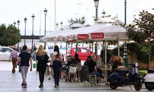 Κορονοϊός: Υψηλούς αριθμούς κρουσμάτων μέχρι τα μέσα Ιουνίου «βλέπει» ο καθηγητής Δερμιτζάκης