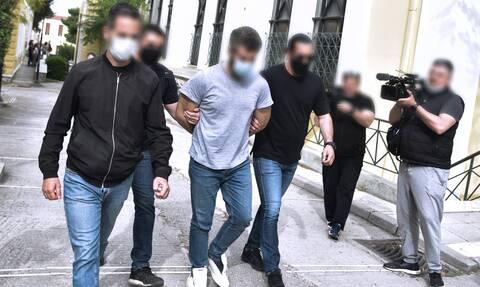 Δράστης έγκλημα Καλύβια
