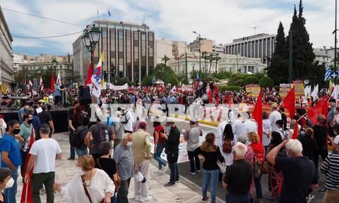 Ρεπορτάζ Newsbomb.gr: Γέμισε το Σύνταγμα από διαδηλωτές κατά του εργασιακού νομοσχεδίου