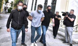 Έγκλημα στα Καλύβια: Στη φυλακή ο 32χρονος - Πίστευε πως το θύμα του έχει κάνει μάγια