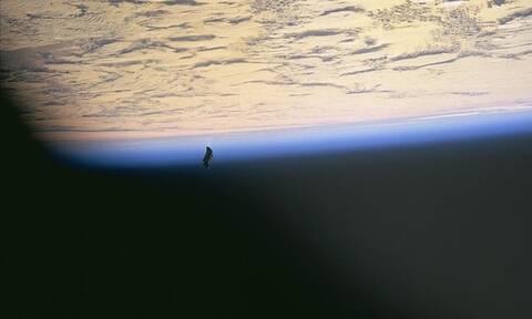 «Μαύρος Ιππότης», ένας «αρχαίος δορυφόρος»: Η αλήθεια για τη θρυλική διαστημική θεωρία συνωμοσίας