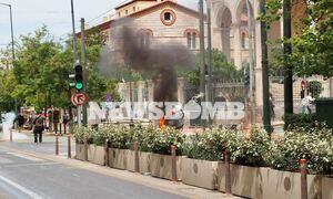 Επεισόδια και μολότοφ στις συγκεντρώσεις για τα εργασιακά στην Αθήνα - Χημικά στα Εξάρχεια