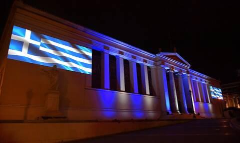Διπλή επέτειος για το Πανεπιστήμιο Αθηνών – Φωταγωγήθηκε το κεντρικό κτήριο του ΕΚΠΑ