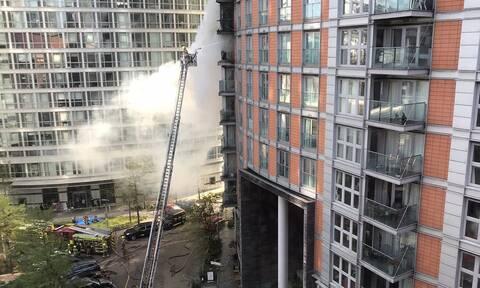 Λονδίνο: Μεγάλη φωτιά σε κτίριο- «Ξυπνούν» μνήμες Γκρένφελ